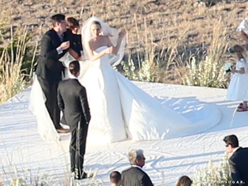 Kate Bosworth wore a custom Oscar de la Renta wedding dress.