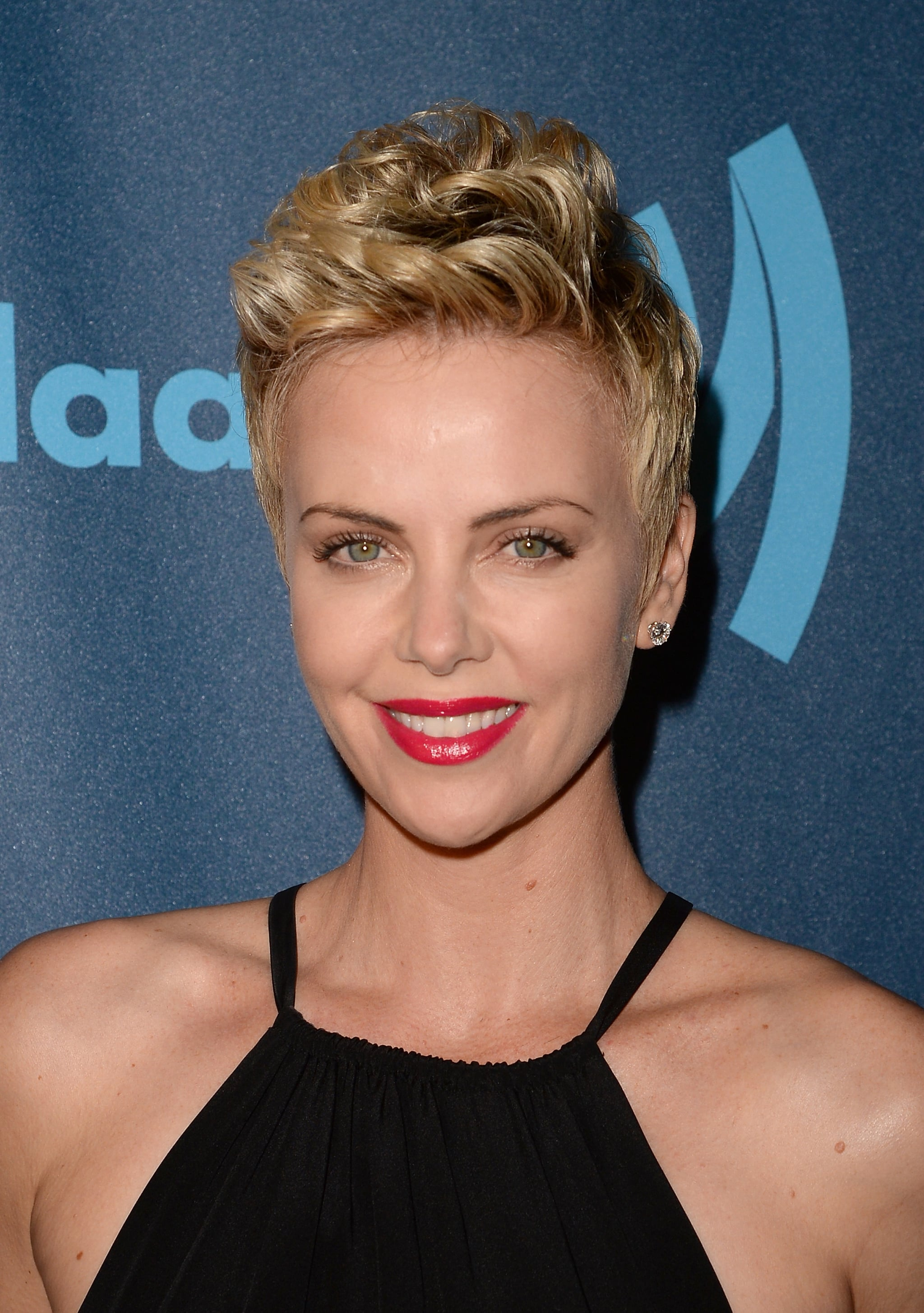 Charlize Theron With a Pixie Cut  12 Celebrity Pixie Haircuts