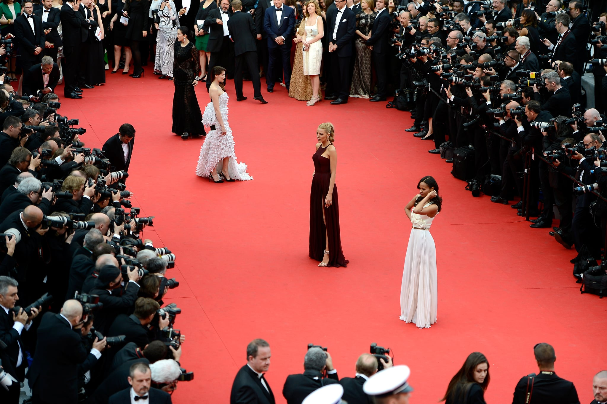 Laetitia Casta, Blake Lively, and Zoe Saldana were surrounded by cameras on the red carpet.