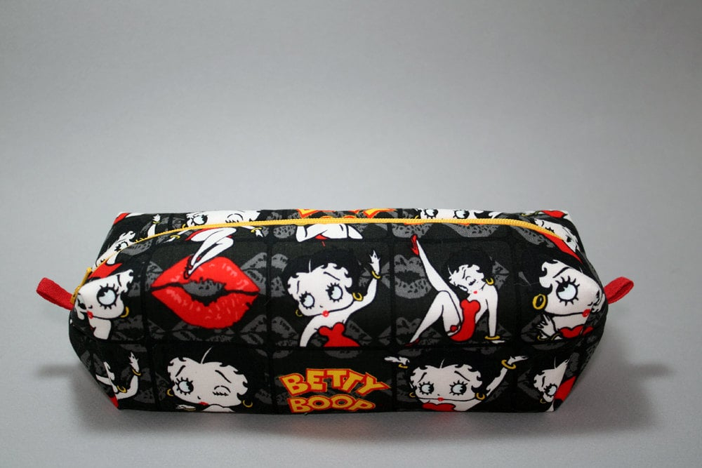 d4e37adcc7b3 Betty Boop Kisses Boxy Makeup Bag | Betty Boop Beauty Gift Guide ...