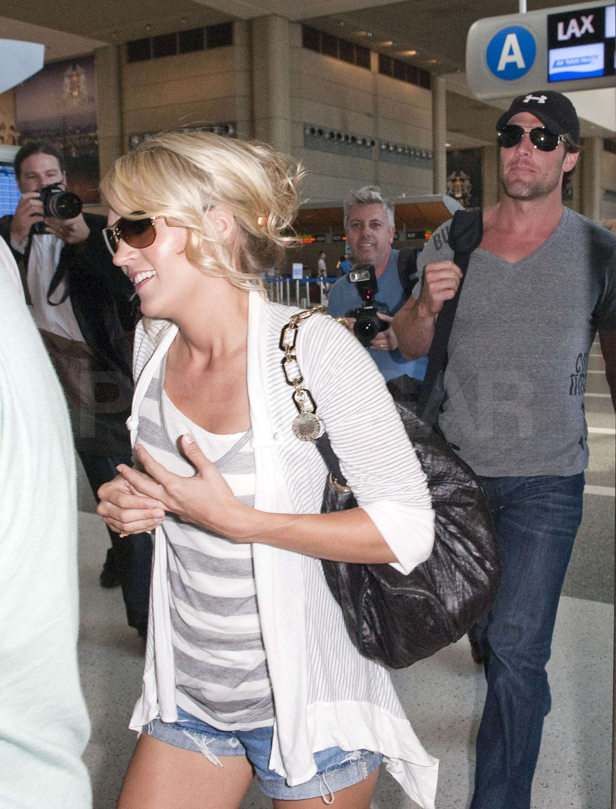 Pictures of Carrie Underwood\'s Wedding Ring On Her Way To ...