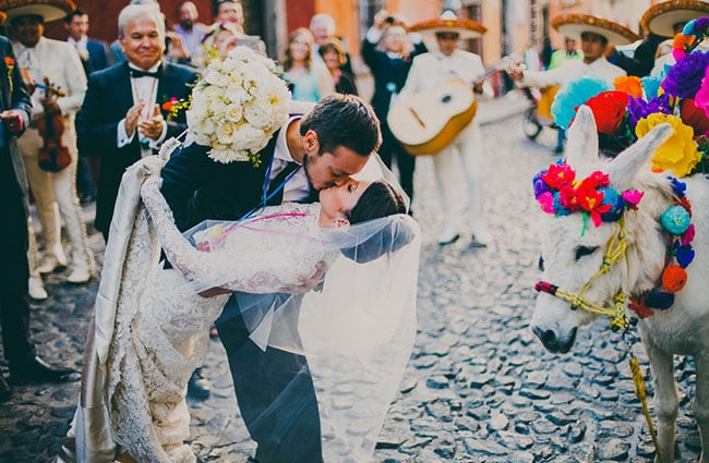 Lucky Wedding Traditions From Around The World: Mexico: Madrinas And Padrinos