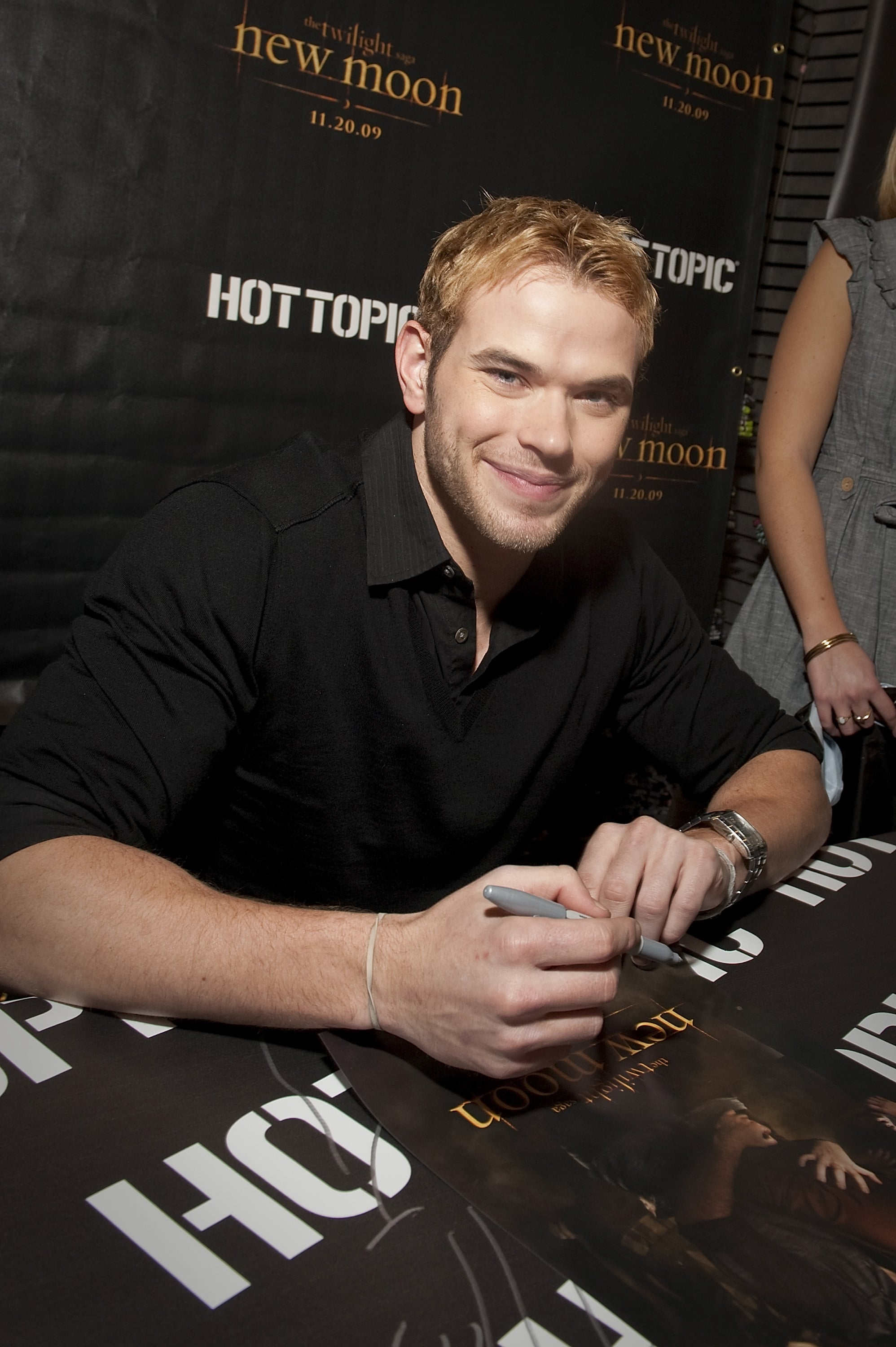 Photos Of Kellan Lutz Promoting New Moon At A Boston Mall