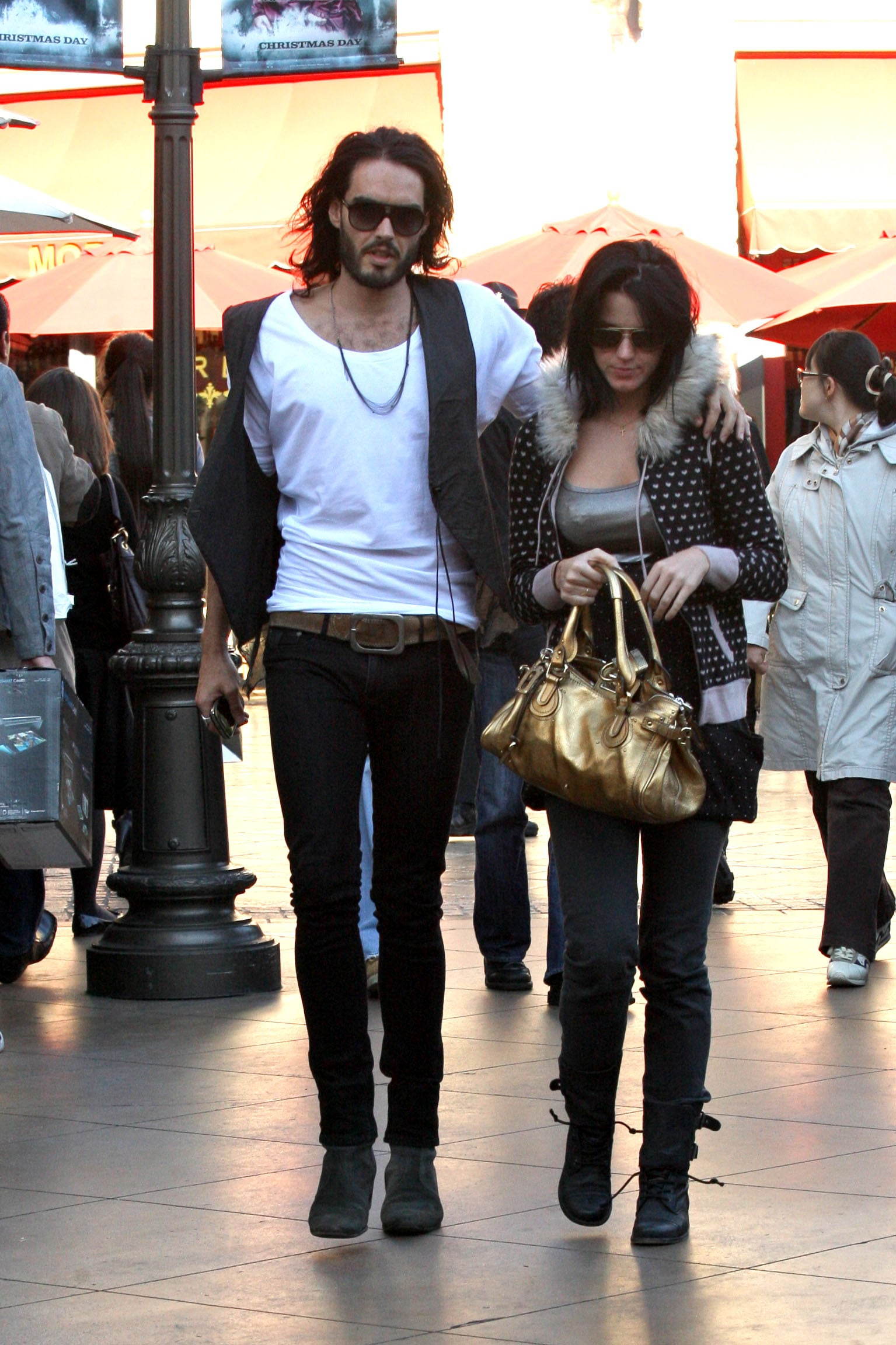 la russell dating Russell brand spotted out and about with isabella brewster in la | russell brand has been spotted with former love isabella brewsterthe 37-year-old comedian briefly dated the 27-year-old.