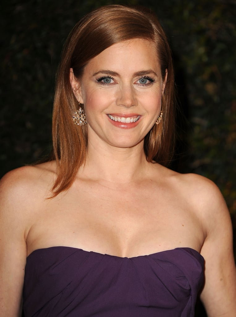 Amy Adams was all smiles on the Governors Awards red carpet. She wore her glossy layers with a deep side part and warm makeup hues to enhance her glow.