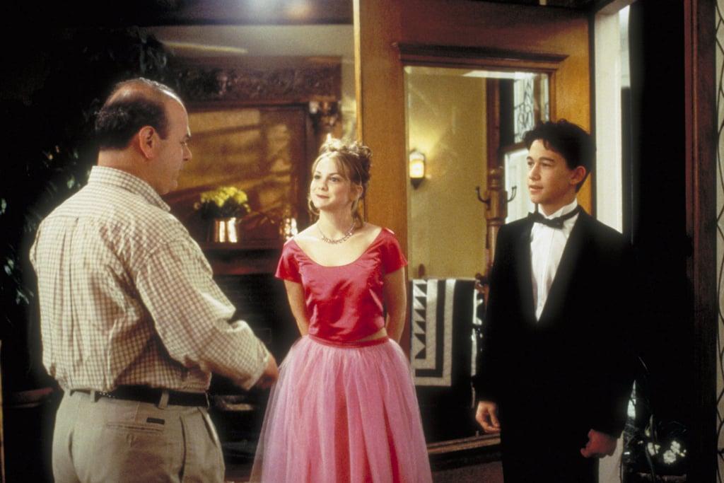 Larisa Oleynik as Bianca Stratford in a pink crop top and skirt set ...