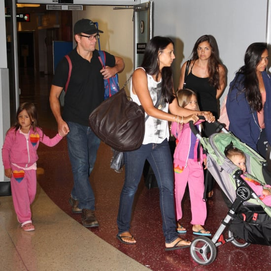 Matt Damon Travels to Boston With His Daughters | Pictures