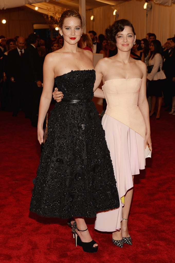 Marion Cotillard stopped for a photo op with Jennifer Lawrence.