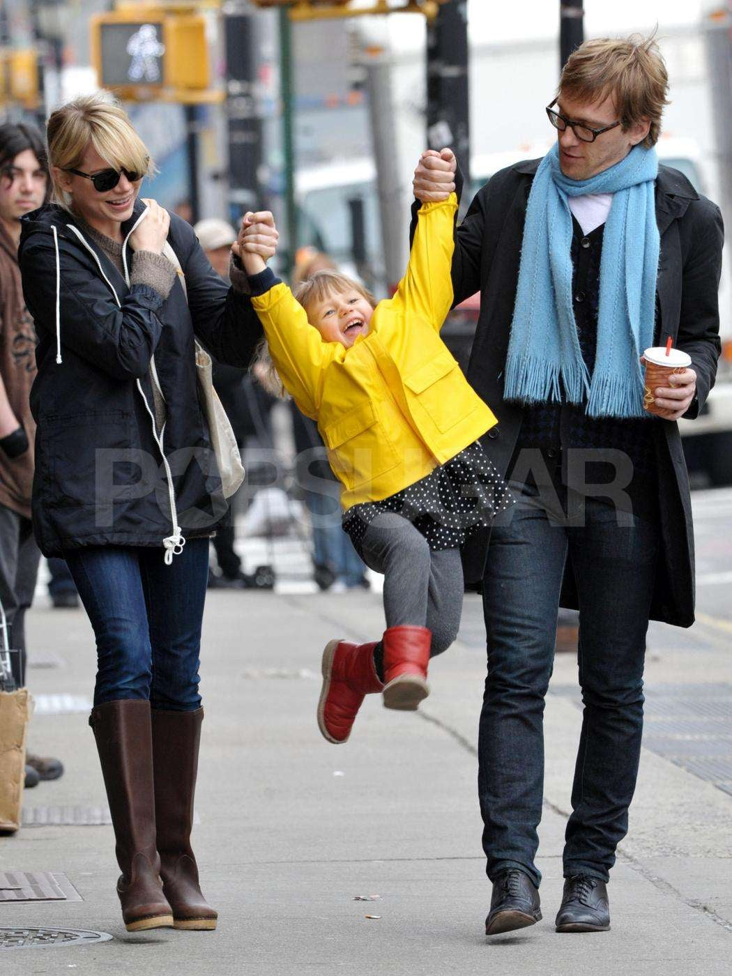 photos of michelle williams and matilda ledger out in nyc