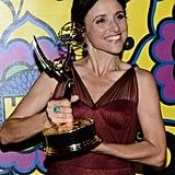 Julia Louis-Dreyfus held up her award.
