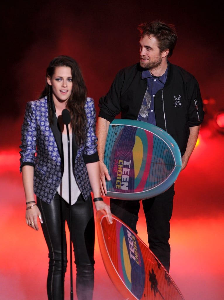 Kristen Stewart and Robert Pattinson collected their surfboards at the 2012 Teen Choice Awards.