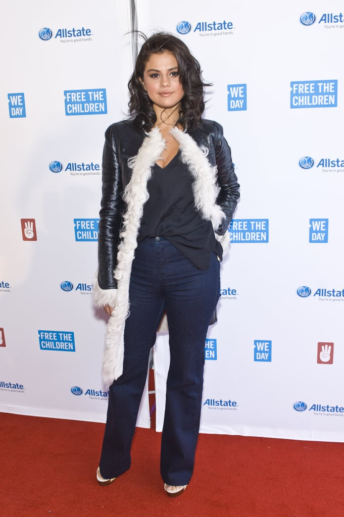 We dug back into the depths of our closet to find our very own pair of flared dark denim when we saw Selena wear this on the red carpet. We've been wearing ours with a half-tucked in black t-shirt, too.