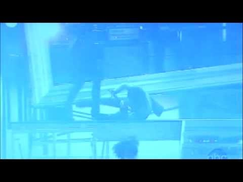 Video of Adam Lambert and Jennifer Lopez Falling While Performing at the American Music Awards! 2009-11-22 21:47:45