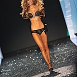Photos of the Victoria's Secret Fashion Show Red Carpet and Show 2009-11-19 21:33:35