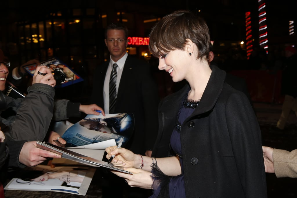 On Saturday, Anne Hathaway signed autographs at the premiere of Les Misérables at the Berlin Film Festival.