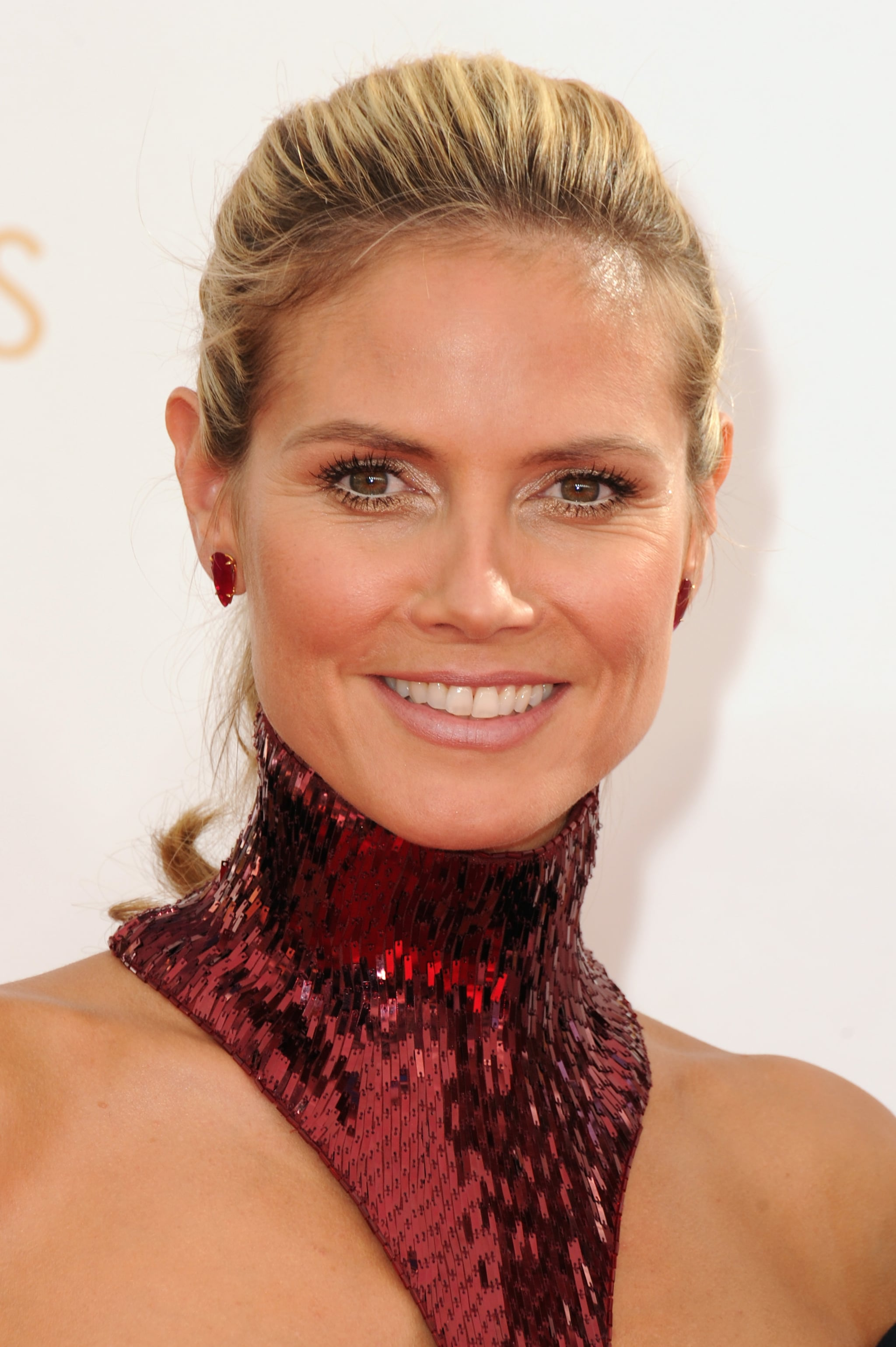 heidi klum is obviously an old pro at this red carpet. Black Bedroom Furniture Sets. Home Design Ideas