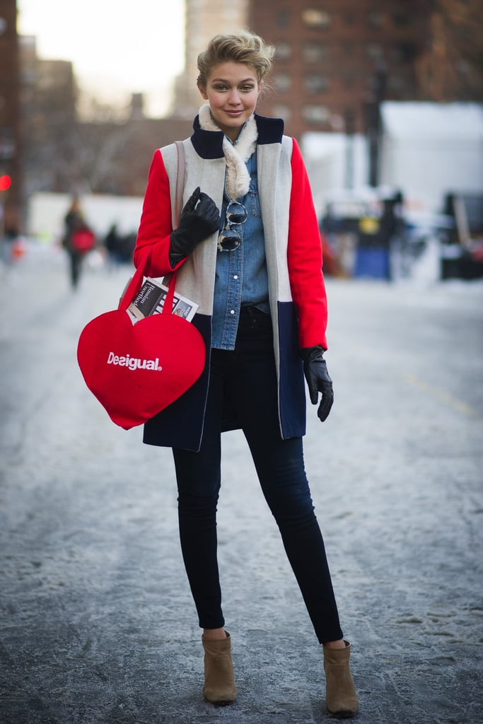 Strolling NYC, Gigi coordinated a bright, cheeky tote with her colour-blocked J.Crew coat.