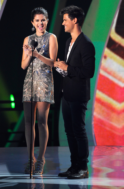 Taylor Lautner og Selena Gomez dating 2009 sefardiske datingside