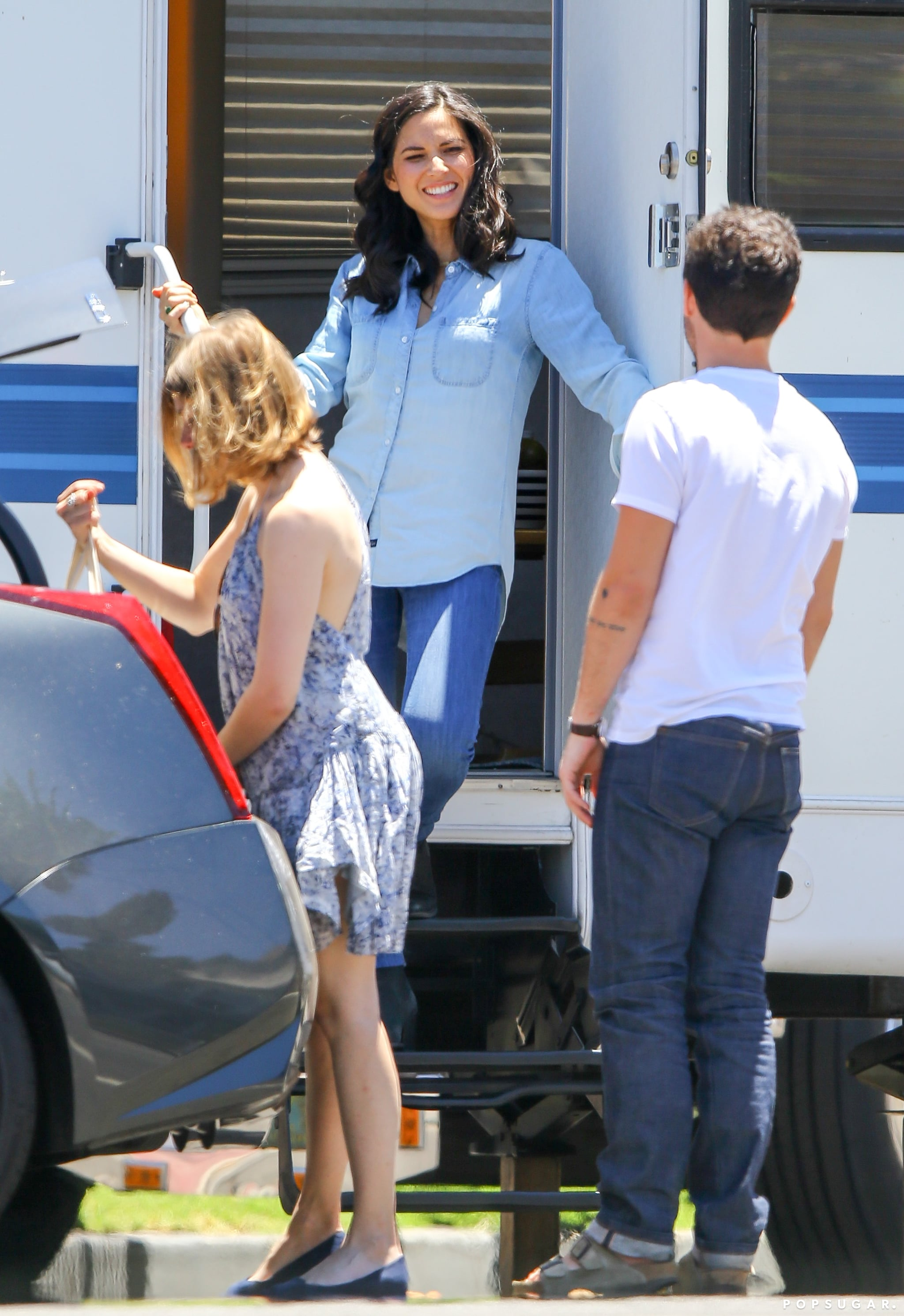 Olivia Munn chatted on the set of The Newsroom in LA on Friday.