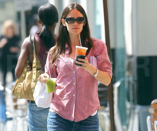 Slide Picture of Jennifer Garner in LA 2010-10-02 08:00:00
