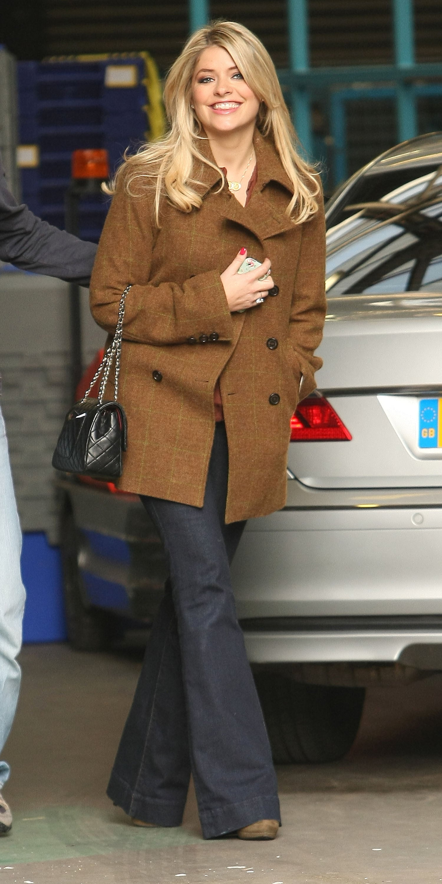 Pictures Of Pregnant Holly Willoughby Outside This Morning