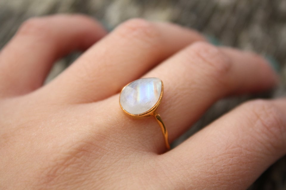 Vintage Sterling Silver Round cut Rainbow Moonstone ...
