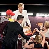 Brad Pitt handed a plate to Julia Roberts.