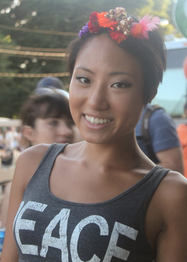 The metallic smoky eye and embellished headband made for a cute combination on this festival attendee.