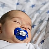 For babies who don't want to take medicine, use hospital pacifiers as a tool.