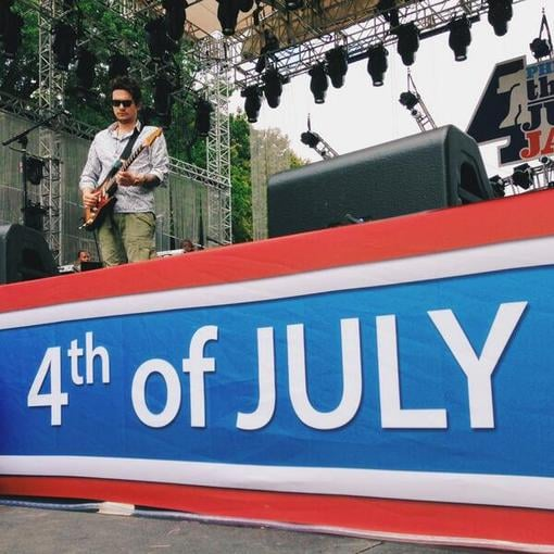 John Mayer tuned up for an Independence Day concert in Philadelphia, PA. Source: Twitter user JohnMayer