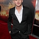 Jeremy Irvine put his hands in his pockets.