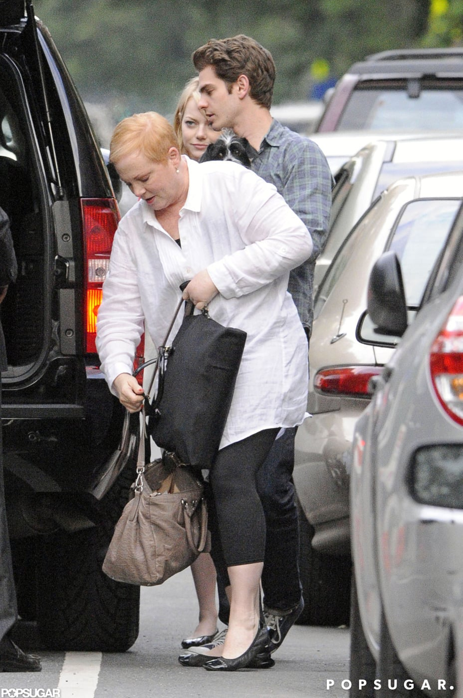 Emma Stone and Andrew Garfield walked her mom to the car after a visit in NYC.