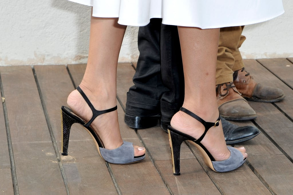 A close-up on Freida Pinto's two-toned sandals.