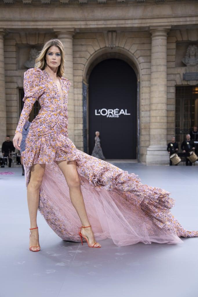 Doutzen Kroes Walks Le Défilé L'Oréal Paris 2019