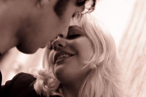 Dear Poll: Would You Dump a Guy Over a Bad Kiss?