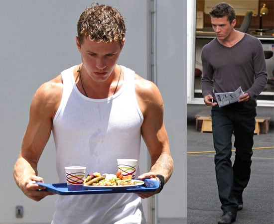 Ryan Phillippe Showing Off His Muscles On Set Of The Lincoln Lawyer