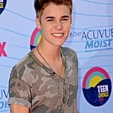 Justin Bieber took off his sunglasses at the Teen Choice Awards.