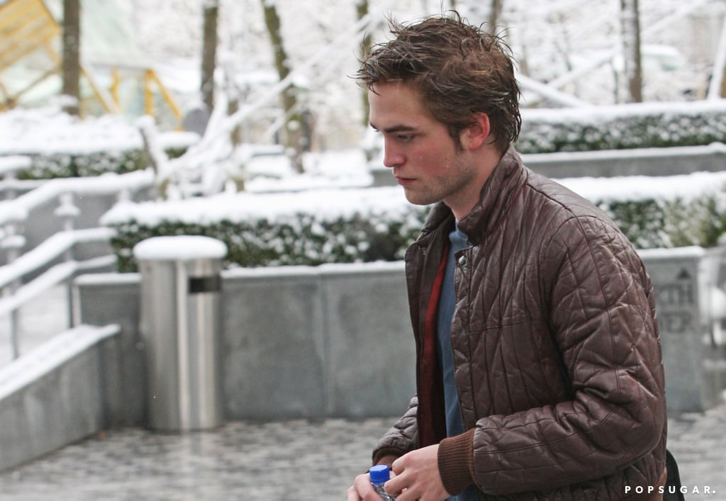 Robert Pattinson braved the Vancouver snow in March 2009.