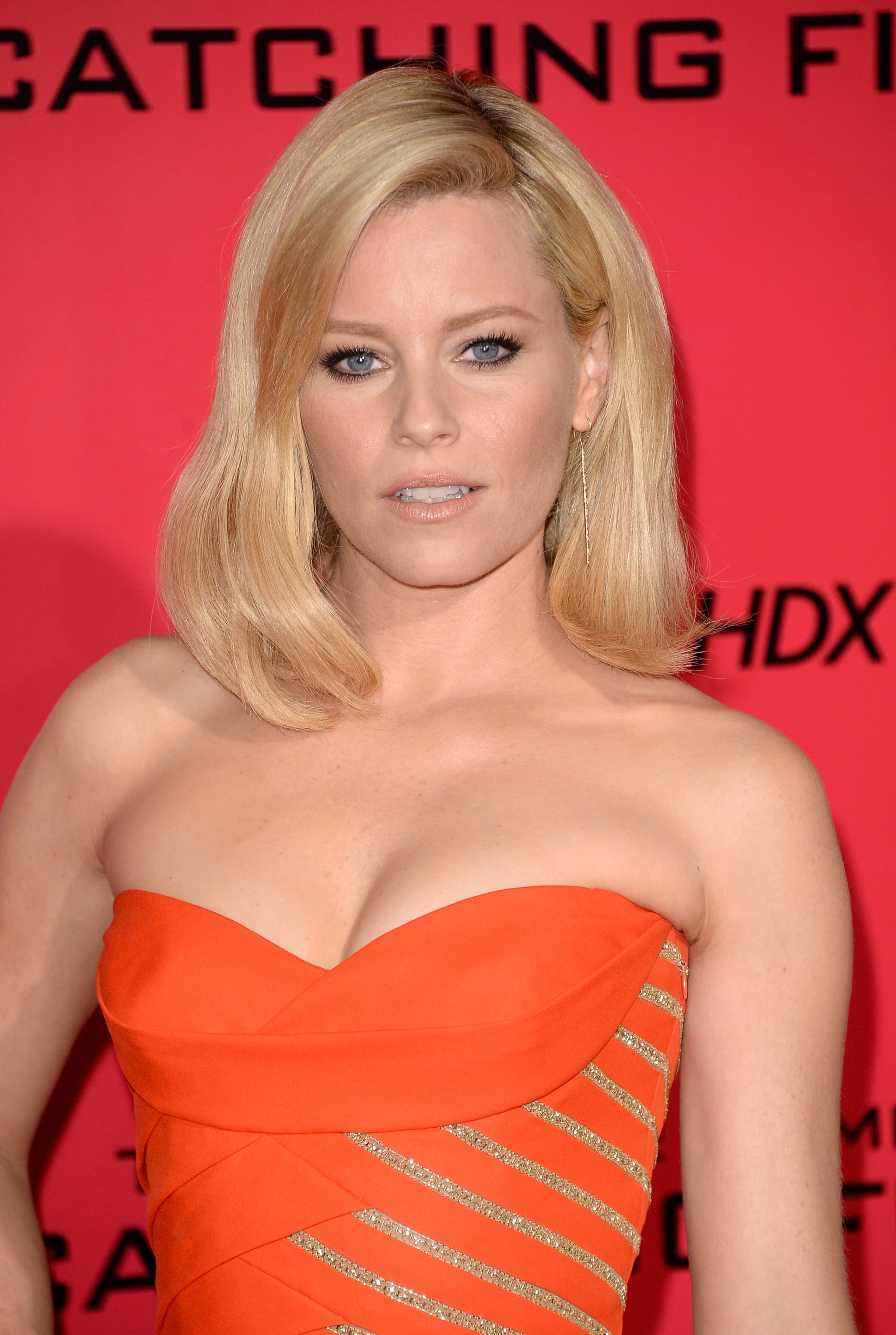 Elizabeth Banks chose a sultry style for the LA debut of Catching Fire. She wore her hair in a voluminous blowout, with the focal point of her makeup palette being her smudged black eyeliner.
