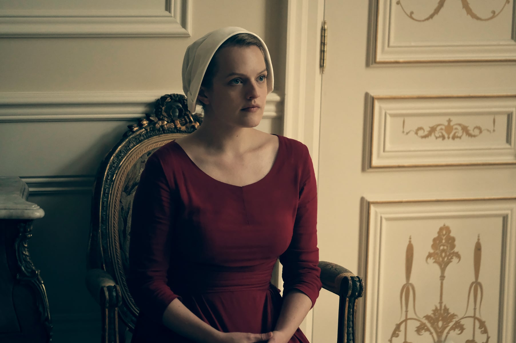 THE HANDMAID'S TALE, Elisabeth Moss, 'Late', (Season 1, ep. 103, aired April 26, 2017). photo: George Kraychyk / Hulu / Courtesy: Everett Collection