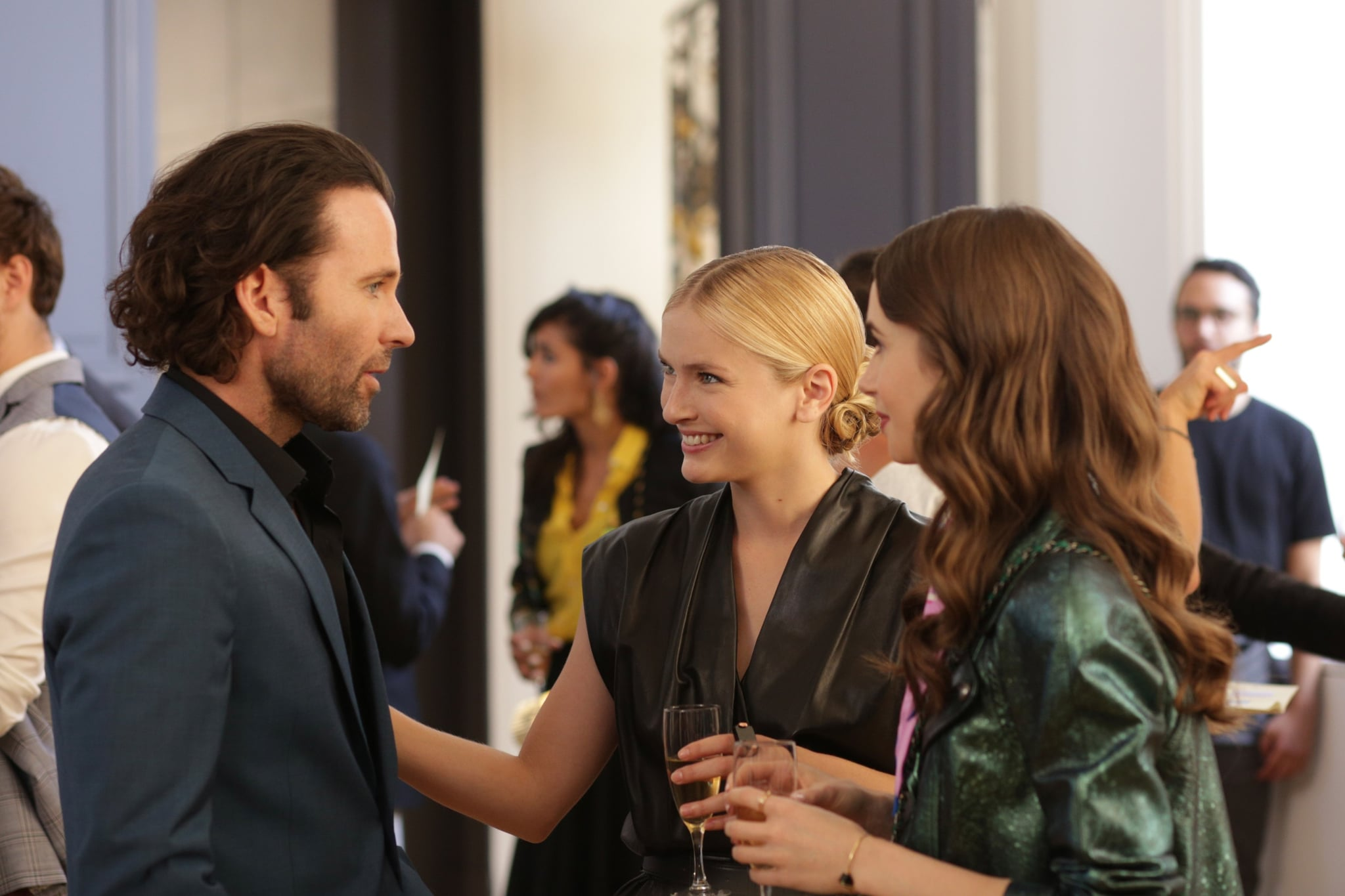 EMILY IN PARIS, Camille Razat (centre), Lily Collins (right), (Season 1, ep. 104, aired Oct. 2, 2020). photo: Carole Bethuel / Netflix / Courtesy Everett Collection