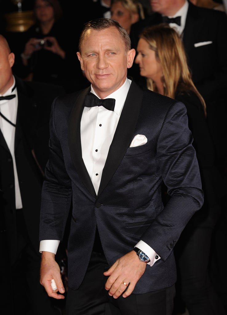 Daniel Craig posed at Skyfall's London premiere.