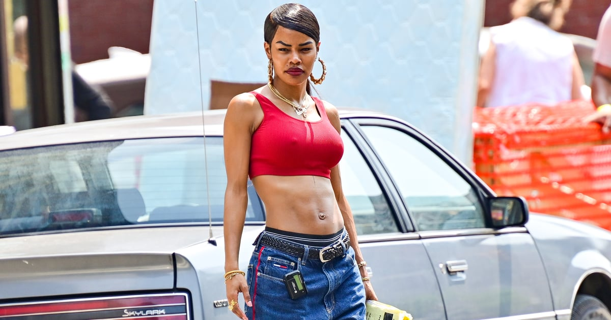 16 Celebrities Pulling Off Low-Rise Jeans With Great Enthusiasm For the Throwback Trend.jpg