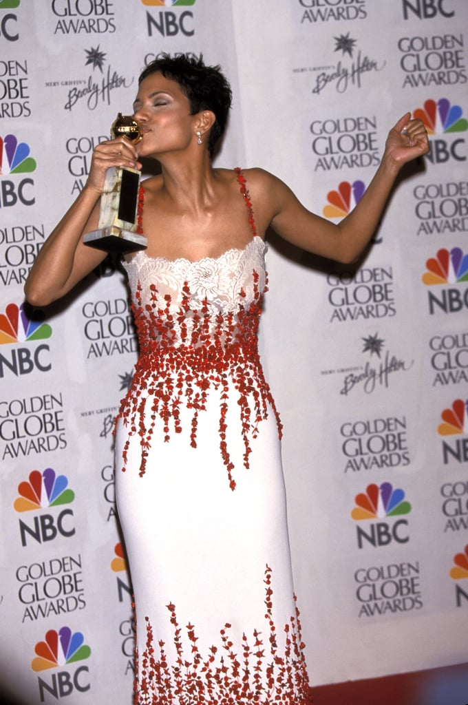 Halle Berry proudly kissed her statue after the show in 2000.
