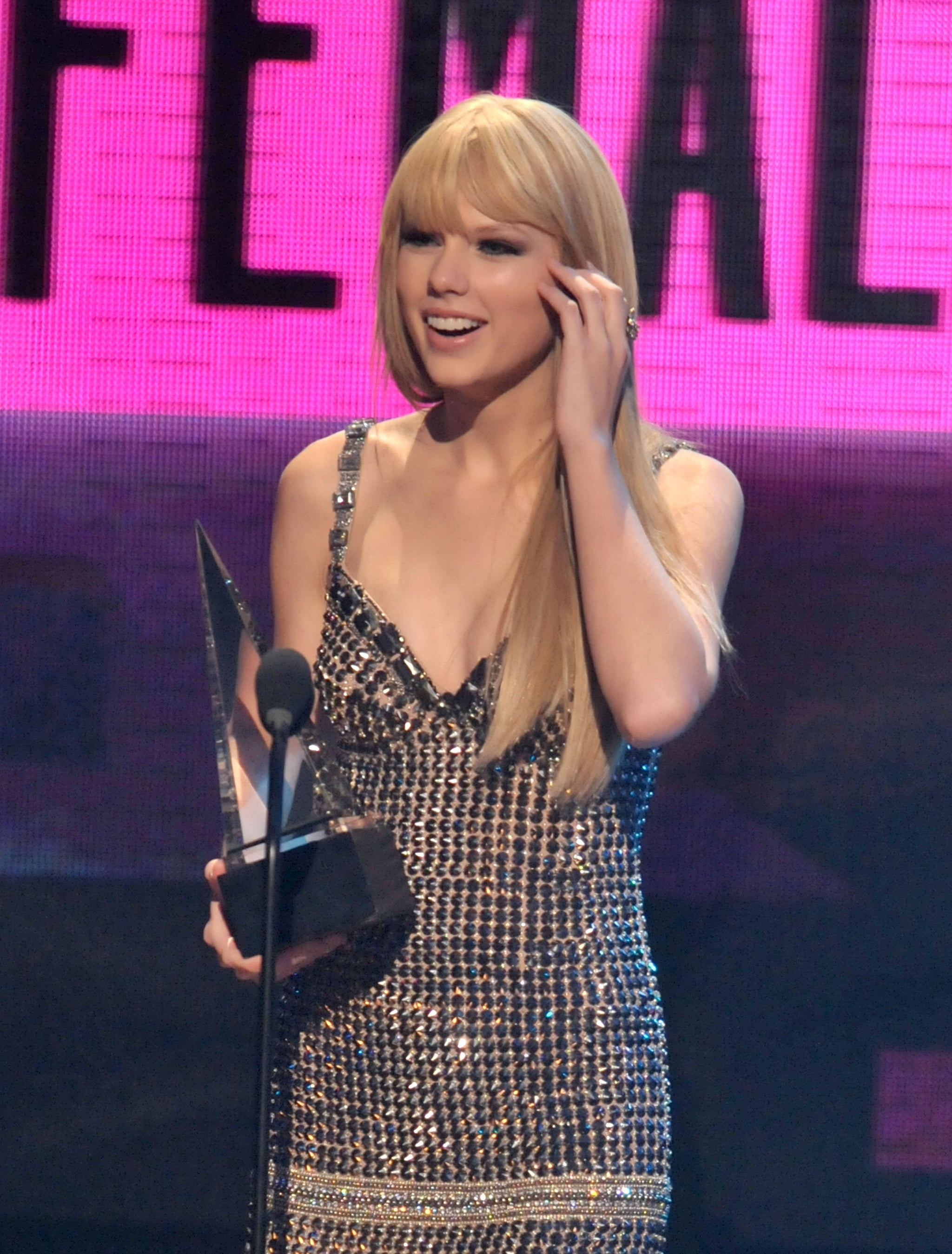Taylor Swift rocked stick-straight strands and bangs while accepting her AMA in 2010.