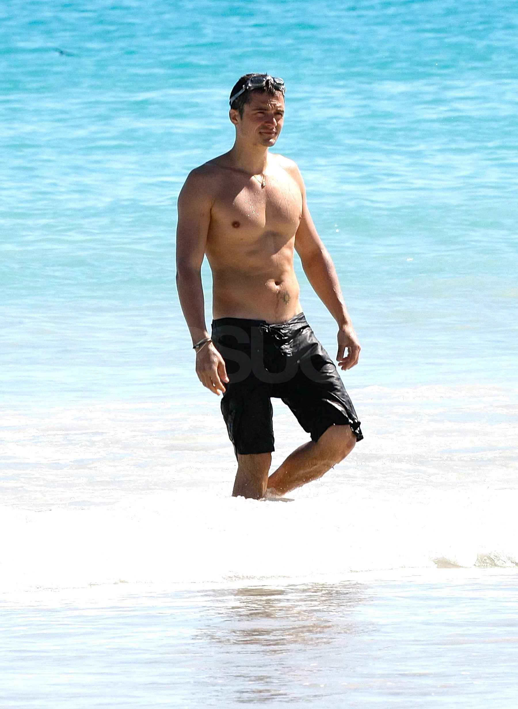 Photos Of Orlando Bloom Shirtless On The Beach  Popsugar -4572