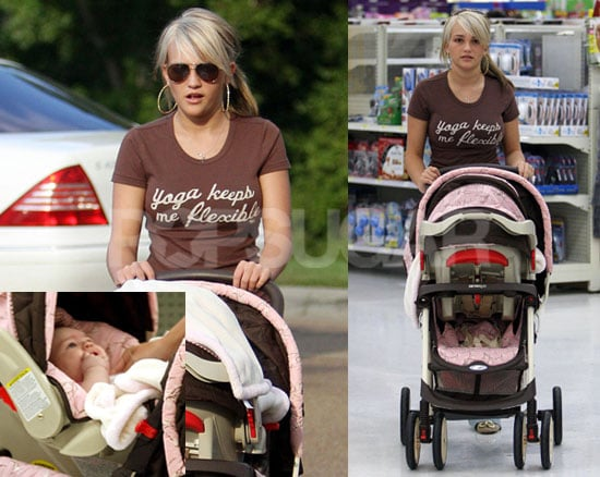 Photos of Jamie Lynn Spears at Wal-Mart With Daughter Maddie