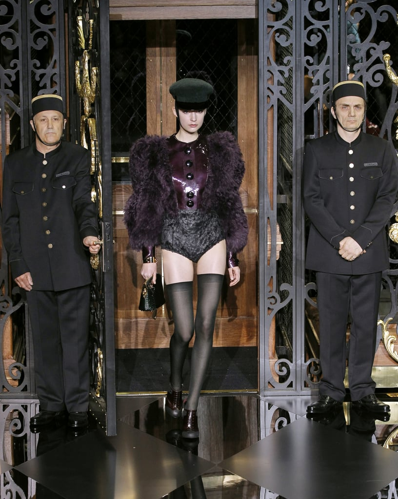 Photos of Louis Vuitton Autumn Winter 2011 at Paris Fashion Week Starring Kate Moss 2011-03-09 12:24:21