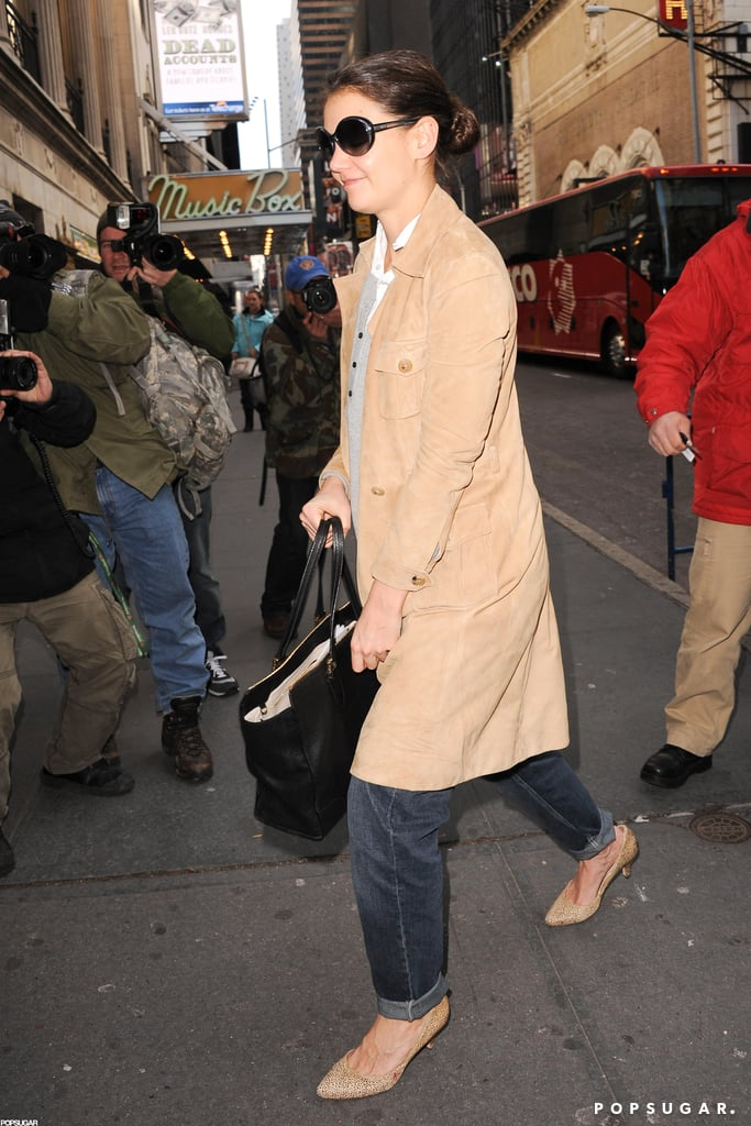 Katie Holmes arrived at a theater in NYC prior to her Broadway debut.