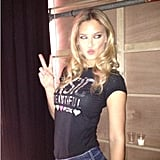 Bar Refaeli flashed a peace sign. Source: Instagram user barrefaeli